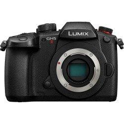 Panasonic Lumix GH5 II + (2 batteries + 1x Chargeur + 1x SD 64Go)