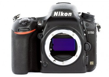 Nikon D750 + 1 batterie & chargeur Reflex Nikon