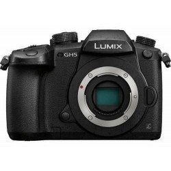Panasonic Lumix GH5-R sans V-LOG + (2 batteries + 1x Chargeur + 1x SD 64Go) Reflex Panasonic